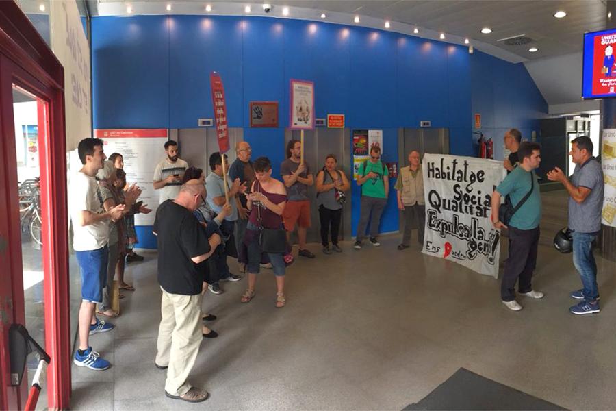 El sindicat de llogaters denuncia que la cooperativa d habitatges de la ugt vol expulsar un ve - Pis proteccio oficial barcelona ...